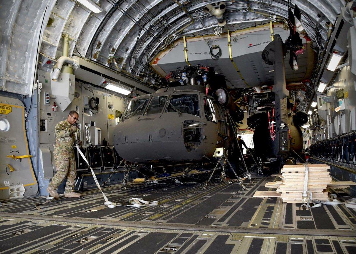 القوات الأفغانية تتسلم 4 مروحيات بلاك هوك من واشنطن DKBJfDXUMAAQOKh
