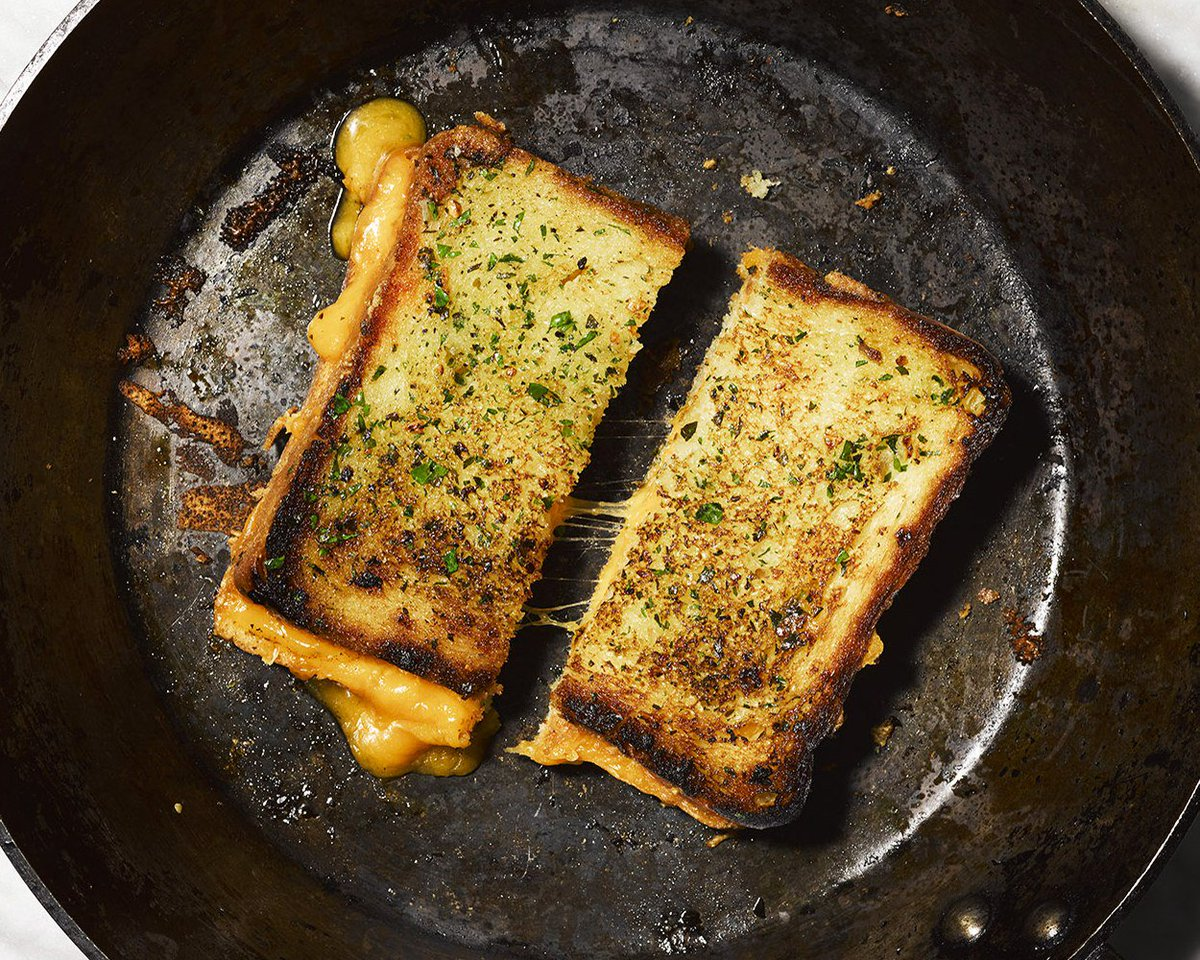 GARLIC BREAD-GRILLED CHEESE. That is all. https://t.co/E8wJiiNw5e