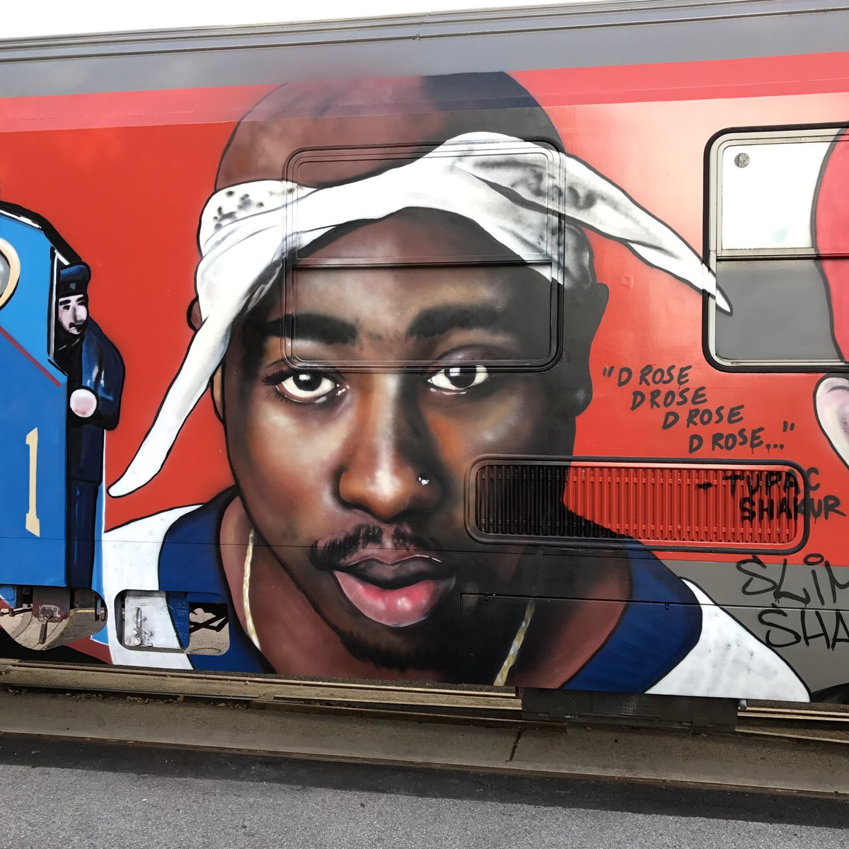 &quot;D rose d rose d rose d rose&quot; Tupac Shakur RIP #TupacShakur #tupac<br>http://pic.twitter.com/RgPX5zCEd6