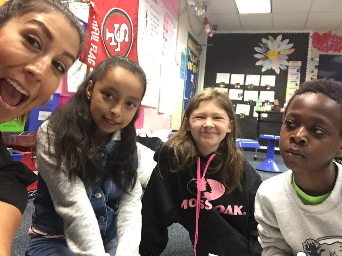 Small math groups are what&#39;s up! @rcsdsargeant #RCSDCHAMPIONS #peragineslileinsteins #myteacheriscray #side<br>http://pic.twitter.com/L6t0MgK4GB