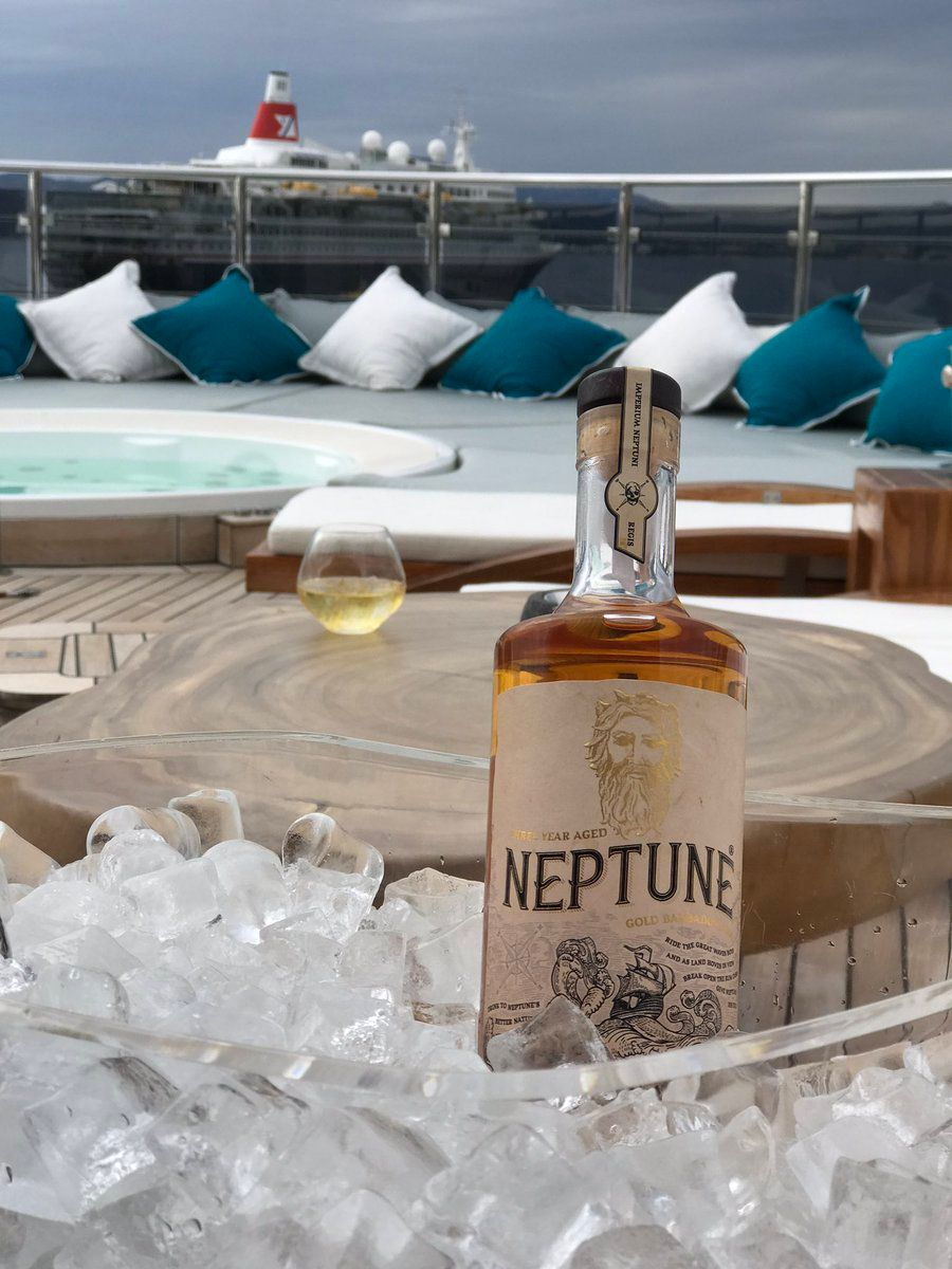 Chilling   #Rum #Cannesyachtingfestival #Cannes2017 <br>http://pic.twitter.com/Yve9KnpTdm