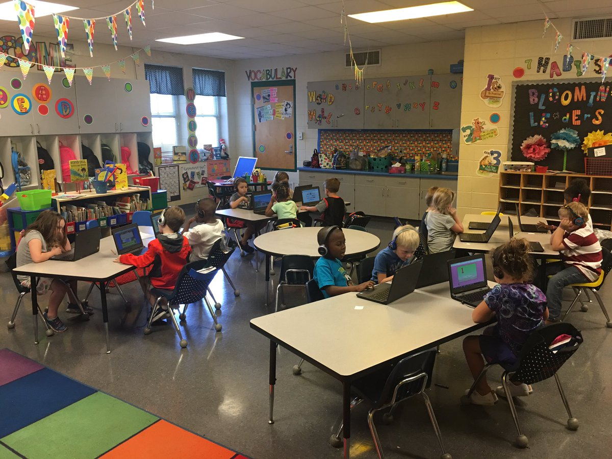 Learning to navigate Google Classroom and @ReadingHorizons on our chromebooks! #LeadingTheWay @TCBOE_LES<br>http://pic.twitter.com/ARMgToQo7y