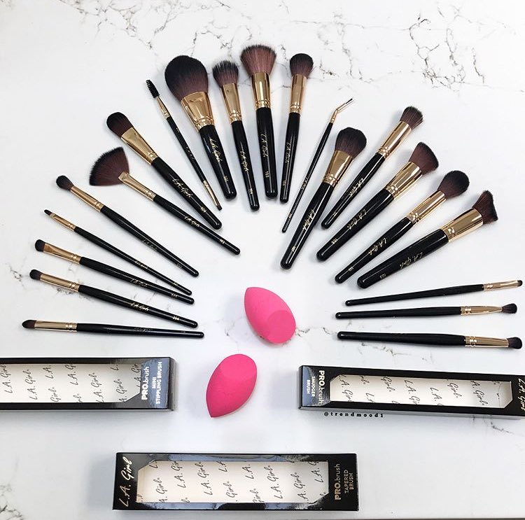 Surprise  LK who is coming out with Makeup Brushes !! @lagirlusa  #PROBrush #Collection  includes 21!!! Brushes Available  Sept 21st <br>http://pic.twitter.com/wOJeYGSEWq