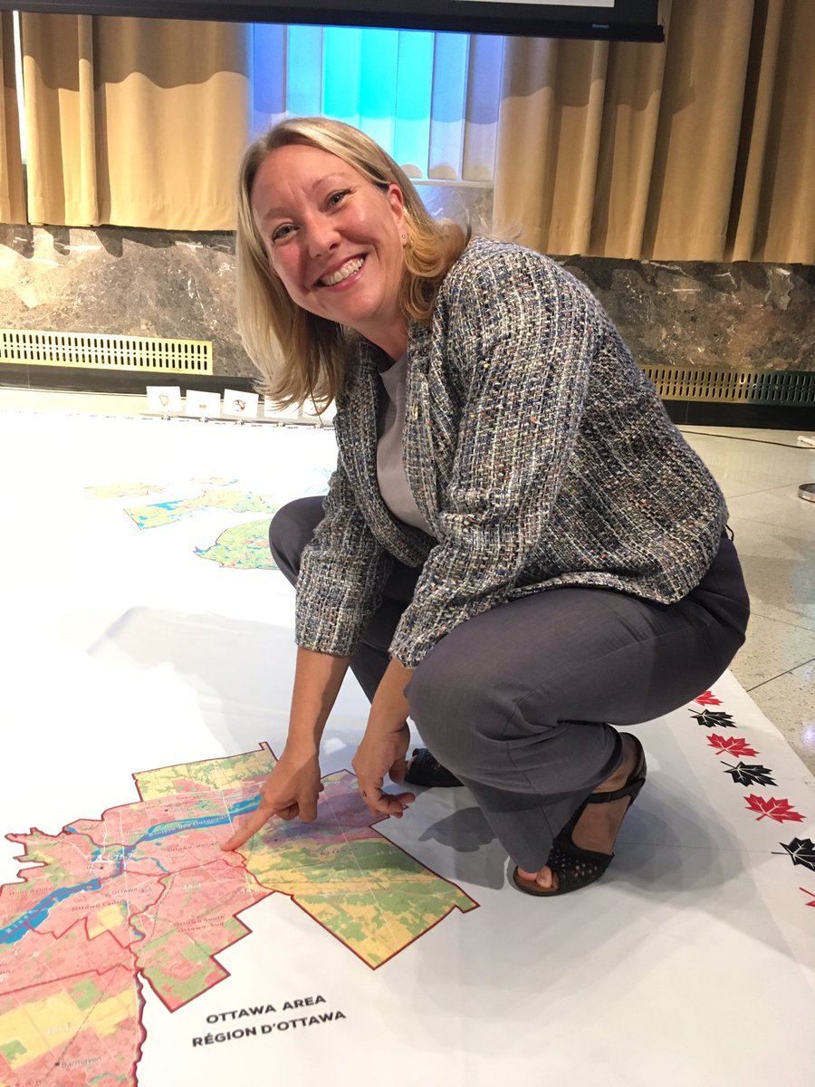 Ottawa-Vanier MP @MonaFortier found her riding on the #RTE338 map! #CP...