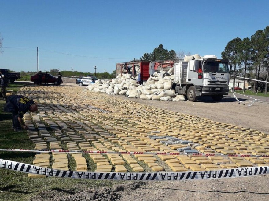 🚔🚨 #VIDEO  Incautaron el mayor cargamento de drogas en la historia de Entre Ríos  ➡️ http://bit.ly/2xMkENr