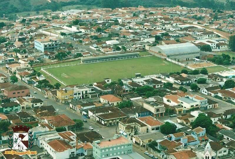 Alianz Parque,Itaquerão, Maracanã,Beira Rio,Mineirão, Wembley,San Siro,Camp Nou ou Bernabeu,tudo é pinto perto do Prof.Milhão de Muzambinho!