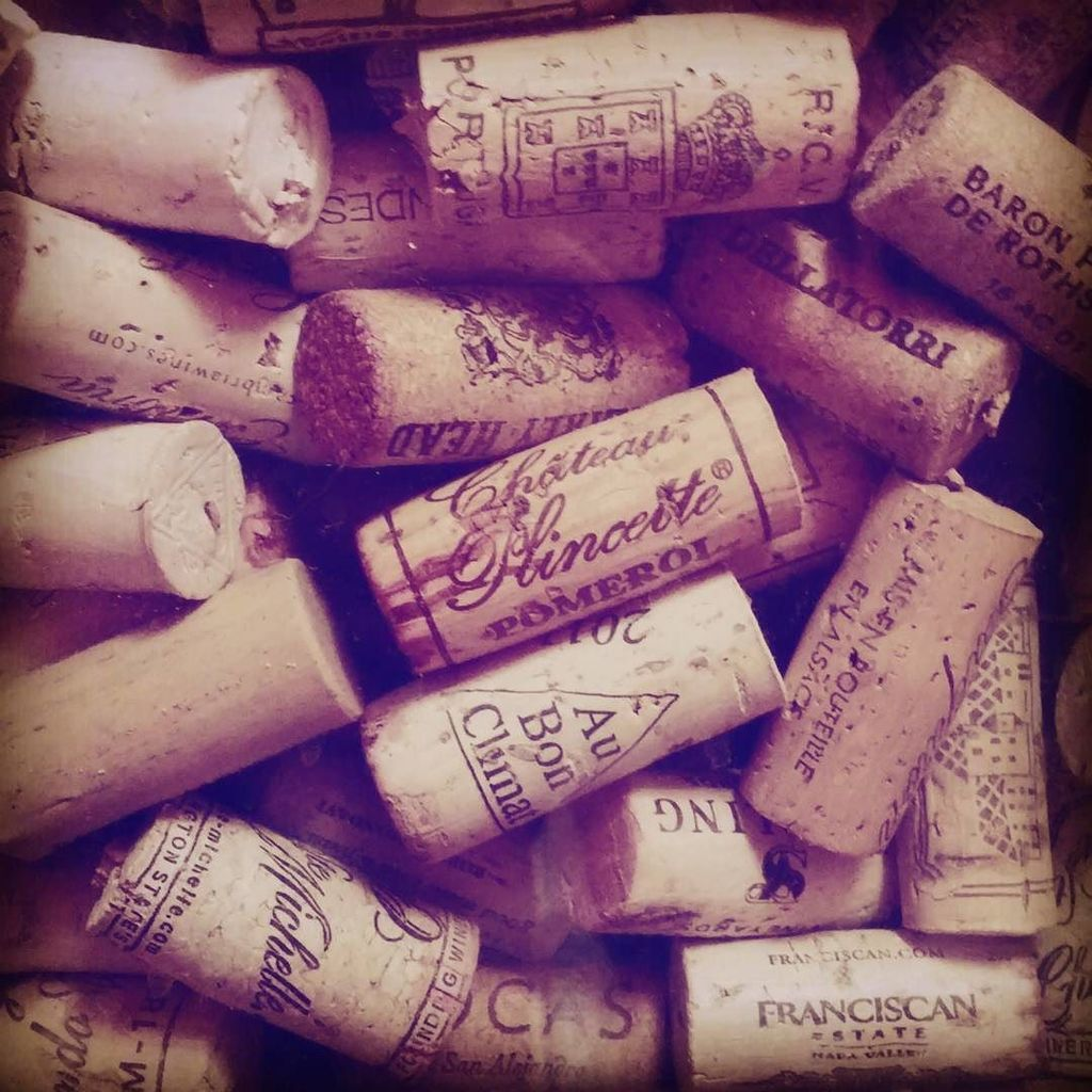 I have kept my #corks for years... I literally have grocery store bags full. I guess I need to find a craft that u…  http:// ift.tt/2xu5T0C  &nbsp;  <br>http://pic.twitter.com/NudqqJsXHj