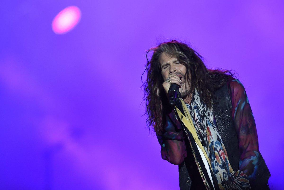 Aerosmith dá 'aula' de rock'n'roll no Mineirão https://t.co/7i0KthhsRm