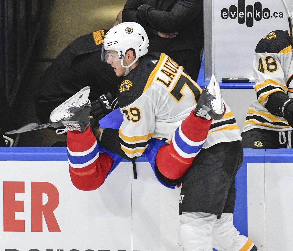 Tassez-vous, voilà Jérémy Lauzon : https://t.co/P8Mh3ywC9V #Bruins htt...