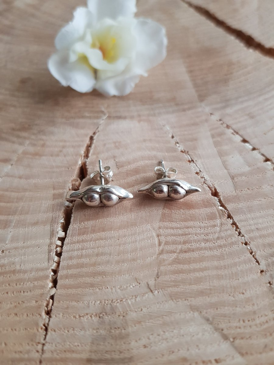 Hand made fine silver peas in a pod studs available from  http://www. sterling-work.co.uk  &nbsp;   #peas #silver #handmade #earrings  #norwich #norfolk<br>http://pic.twitter.com/QuSW6C3reH