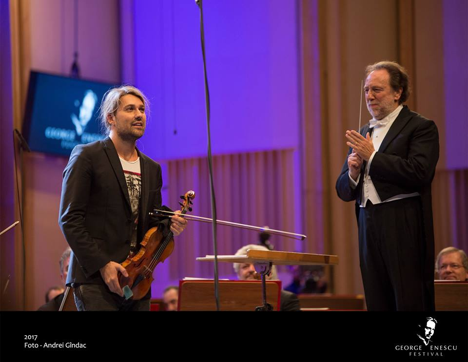 a beautiful article about the concert performed at Enescu Festival  I tried a translation from Romanian... @david_garrett  #davidgarrett <br>http://pic.twitter.com/jTeIbQm2Ho