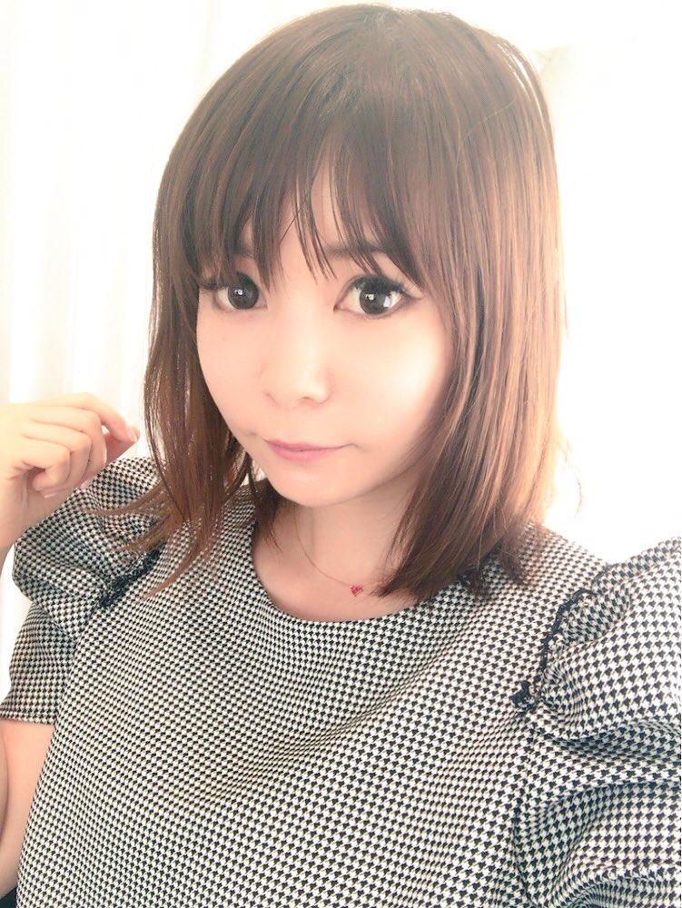 愛猫にかぶりつく中川翔子
