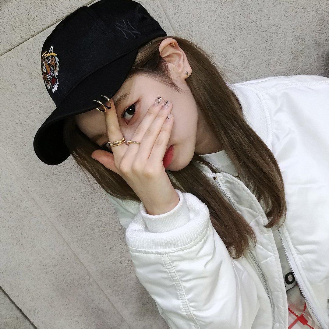 RT @twicestagram_: [170919] mlbkorea's Instagram Update with #TWICE #DAHYUN #CHAEYOUNG #TZUYU https://t.co/fce1pJhjTQ
