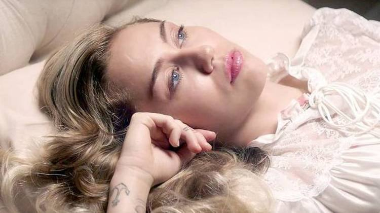 Miley Cyrus adota prática do sexo tântrico para apimentar a relação https://t.co/0Xdlolgyvd