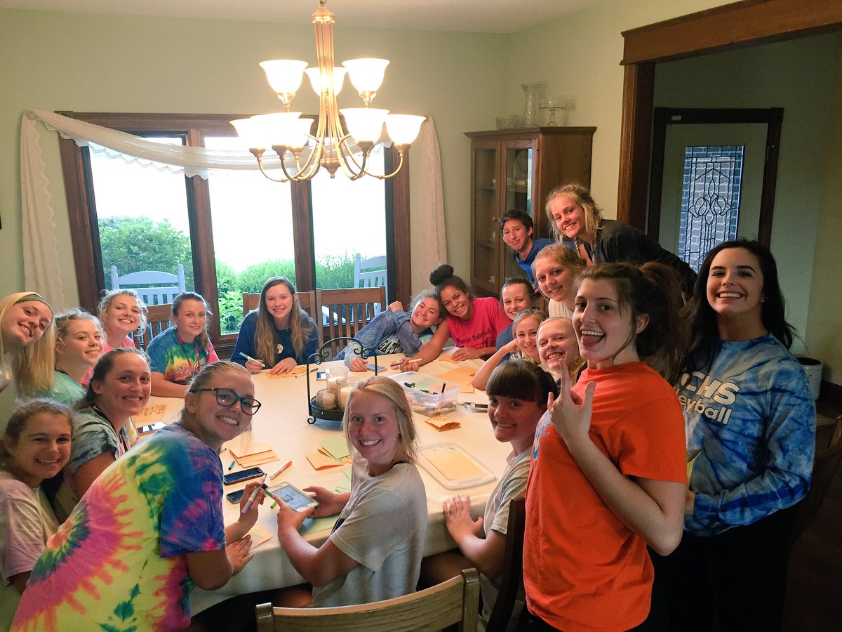 Great night last night with @LadyWarriorsVB as we completed step one of our team service project! #teambonding #service <br>http://pic.twitter.com/Hx66vuICMf