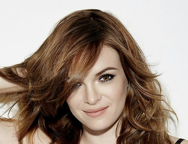 an early happy birthday to you Danielle Panabaker! You look forever twenty! Have a good birthday!