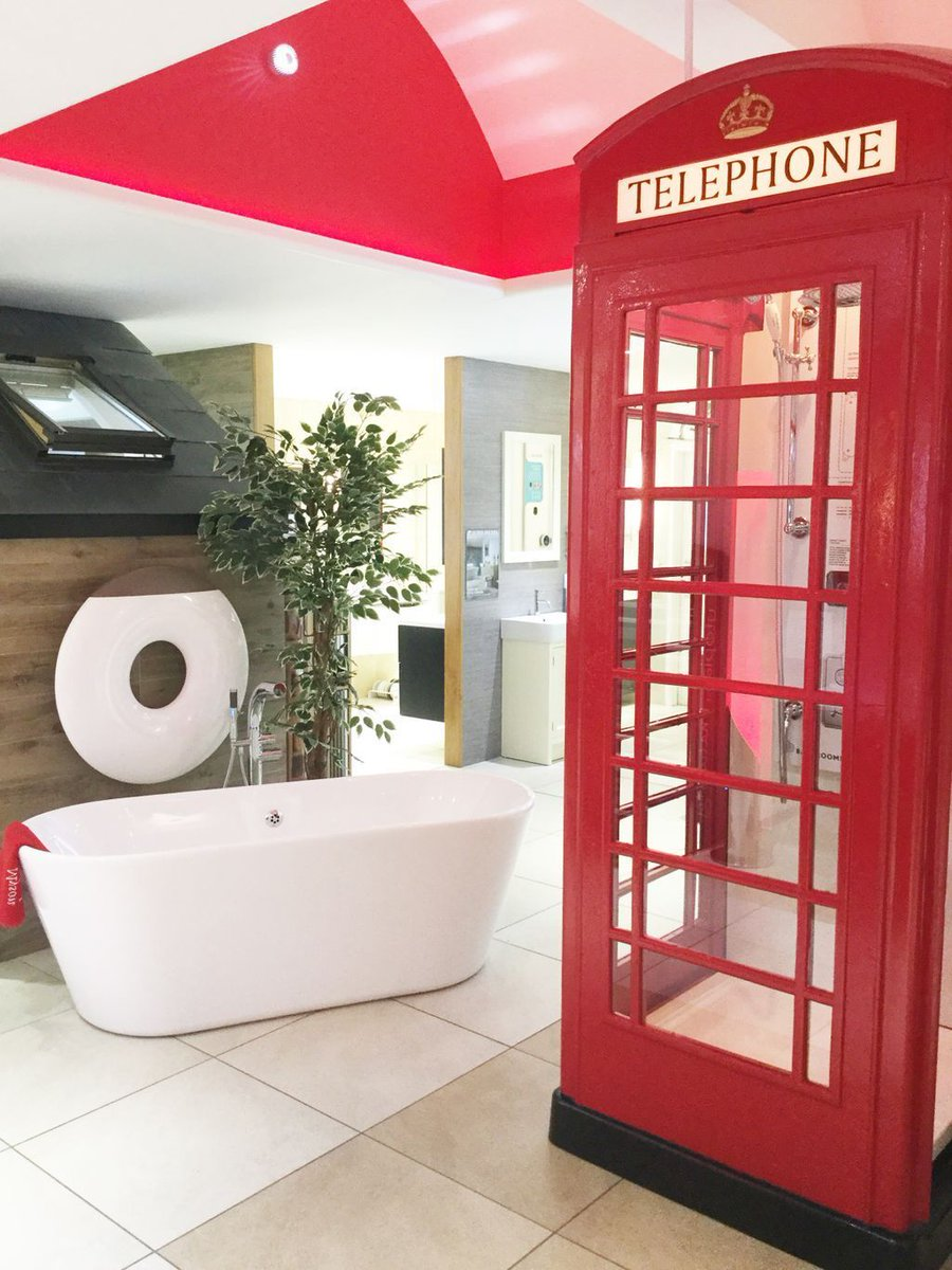Cool and original display in Ideal Bathrooms in #Hampshire, w/ Puracast Essence bath  #bathroomdesign #PBGstyle ➜  http:// buff.ly/2h7cFQ6  &nbsp;  <br>http://pic.twitter.com/9cMT1hEWf8