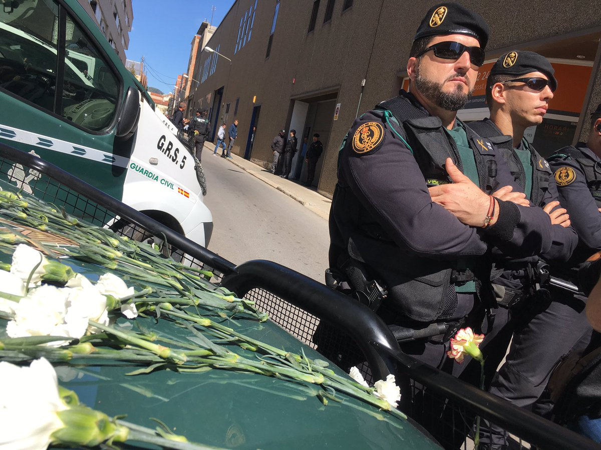 Spain&#39;s Guardia Civil confiscated voting material this morning from a private messenger service in #Catalonia #Catalunya #1oct #Terrassa <br>http://pic.twitter.com/TJ716cePIX