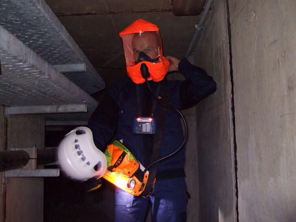 Spaces available on a short notice Confined Space Level 2  (medium risk) Training Course in Sheffield on 22nd Sept, £230pp #thetradeshub <br>http://pic.twitter.com/ki01zDudke