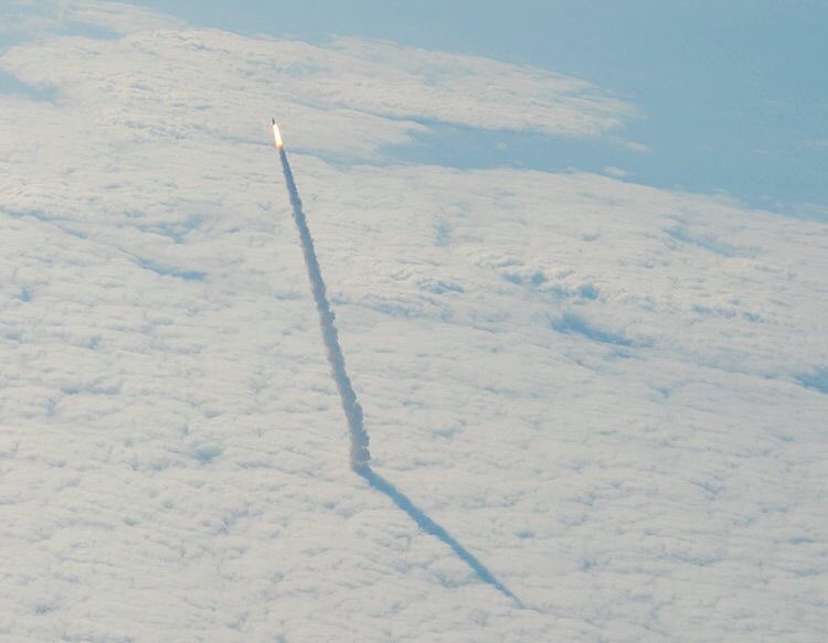 The space shuttle #Endeavour launching to #orbit  <br>http://pic.twitter.com/EvkOLget92