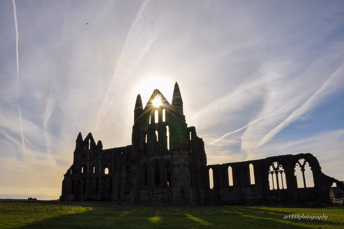 Whitby Abbey @EarthandClouds @ThePhotoHour @StormHour @WhitbyAbbey #northyorkshire #englishheritage<br>http://pic.twitter.com/HOoU9KrbeY