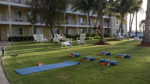 Maintain your #workout in paradise at our morning #fitnessclass.  Inquire with the Front Desk.  #GrandCayman #TravelandFitness #Noexcusespic.twitter.com/giKrZ1i4nf