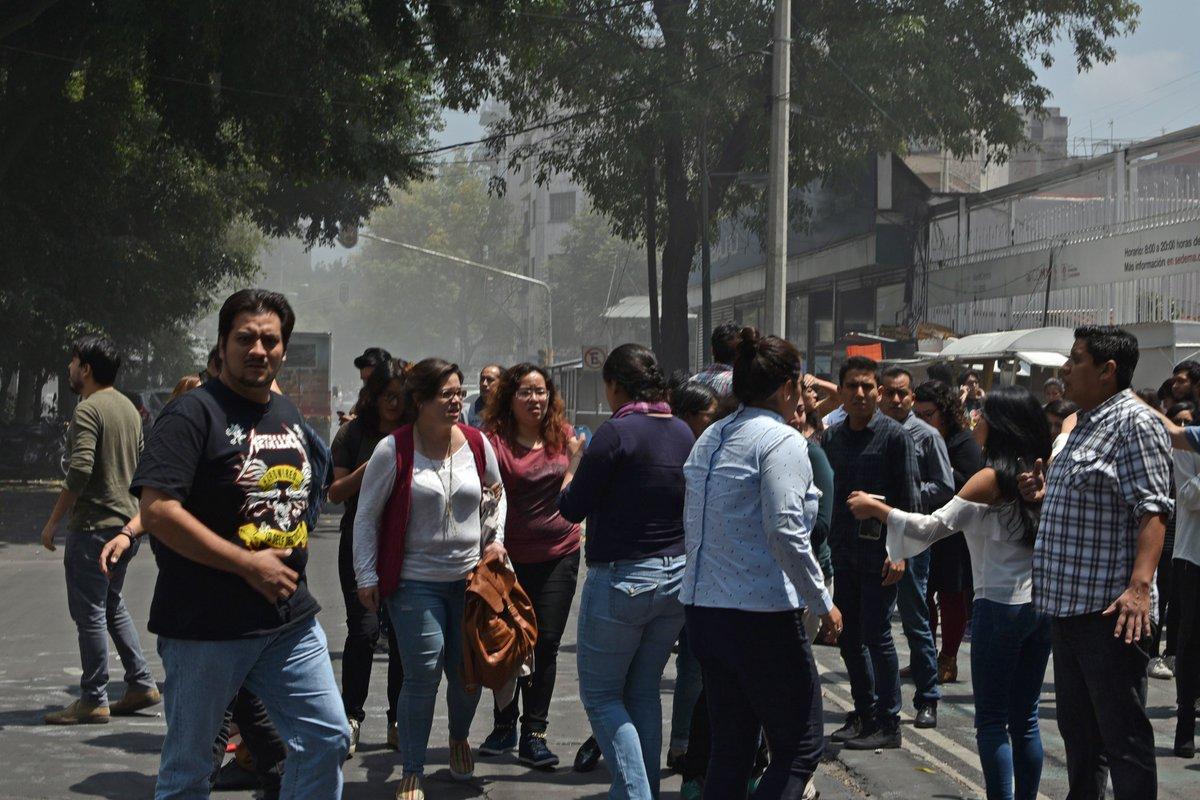 Terremoto de 6,8 graus de magnitude abala Cidade do México https://t.co/b4eGp1hSV0