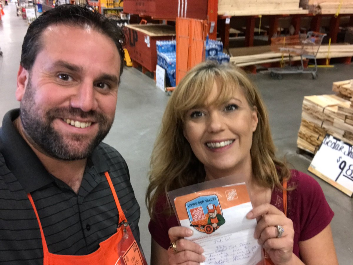 Jodi and her team at the PRO DESK ran with a promo and had triple digit comps!!  Way to take care of your PROS! #WIRE #MRO<br>http://pic.twitter.com/PBIDIkaf12