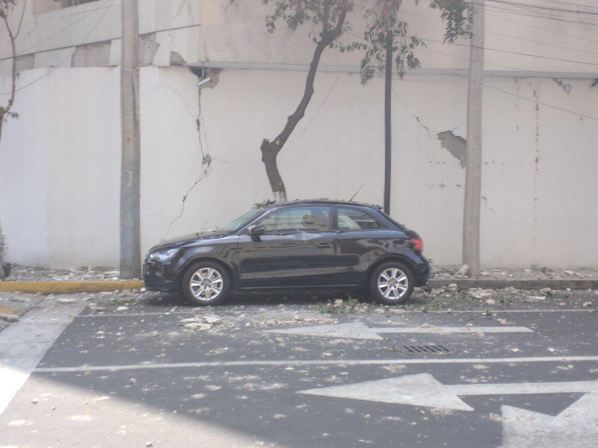 Fuerte y destructivo terremoto sacude México DKG7leLU8AAl3Sg