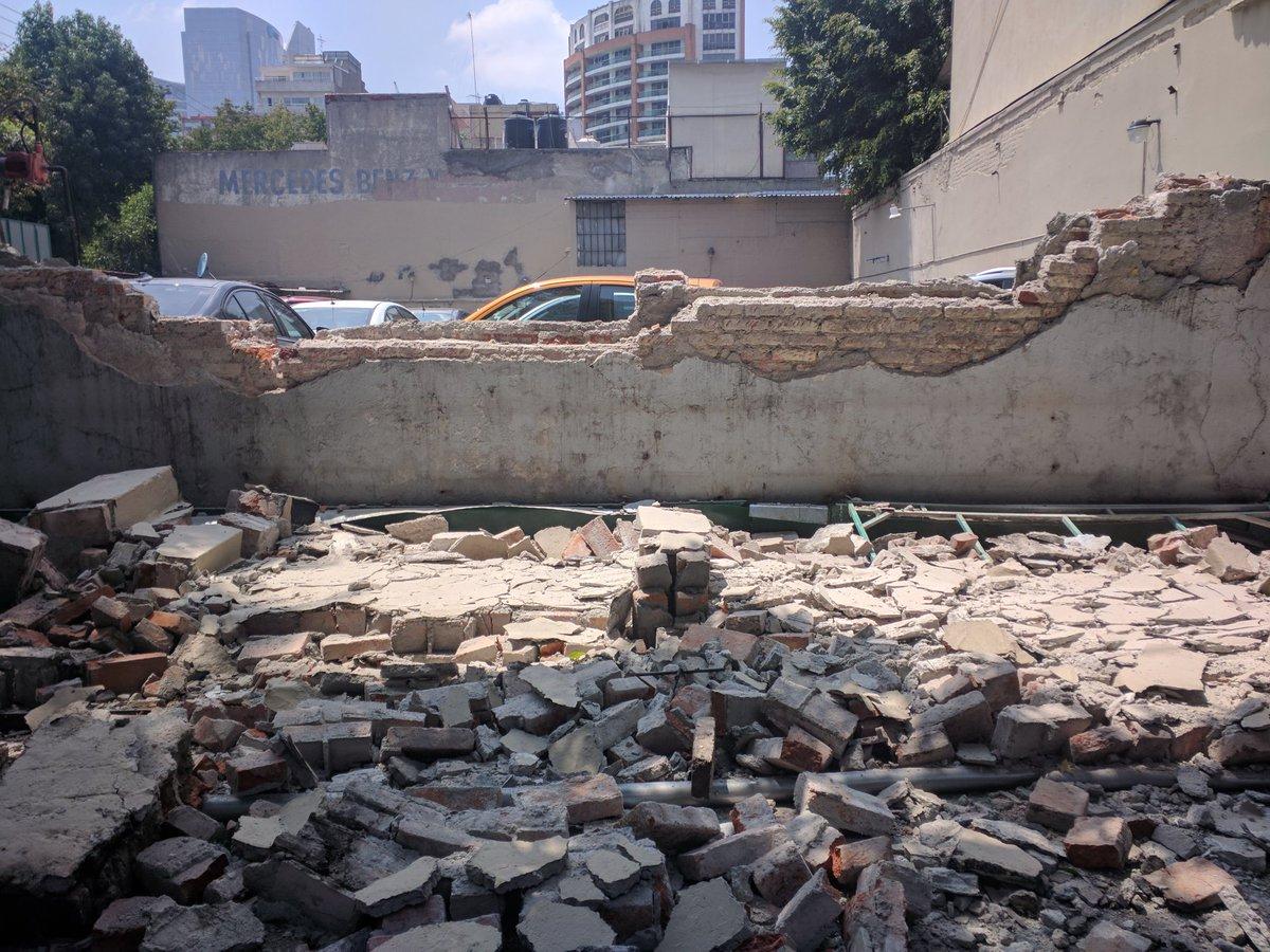 Fuerte y destructivo terremoto sacude México DKG7m-RVYAAgNr8