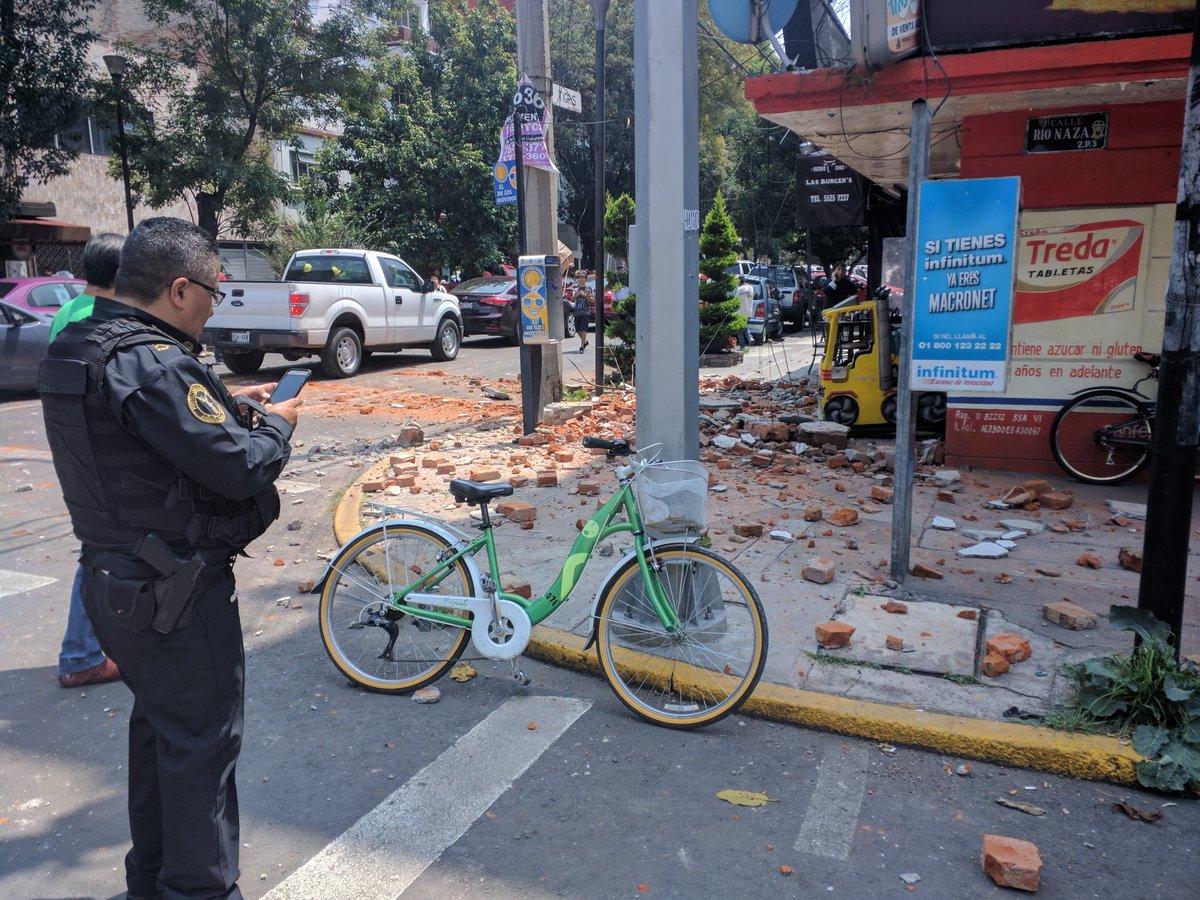 Fuerte y destructivo terremoto sacude México DKG7pKkUQAEDvxc