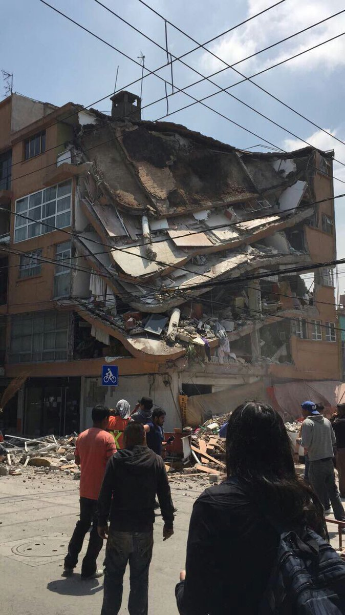 Building collapse in La Condesa, several injured reported