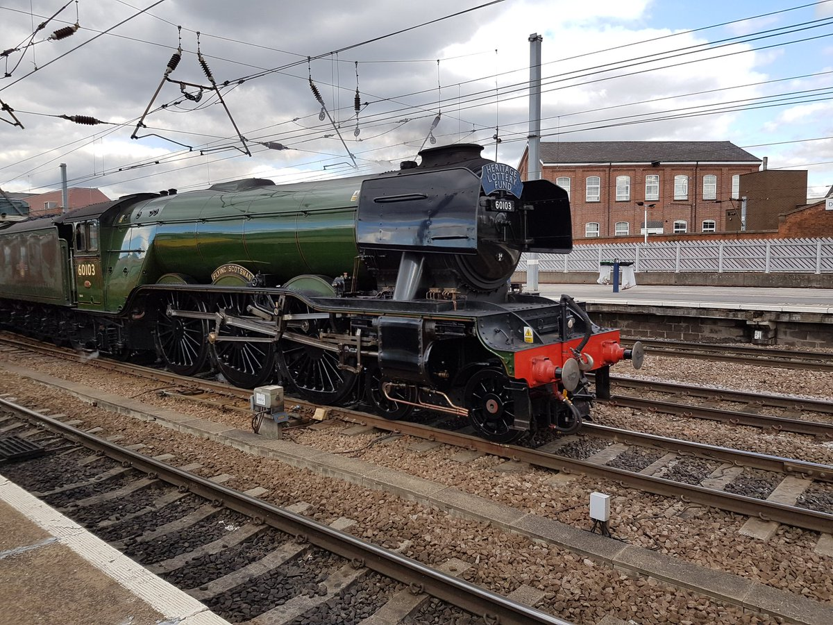 Not mi best pic, most of the #FlyingScotsman passing through #Doncaster South 19.917.  @networkrail<br>http://pic.twitter.com/4bSXtnHmOS