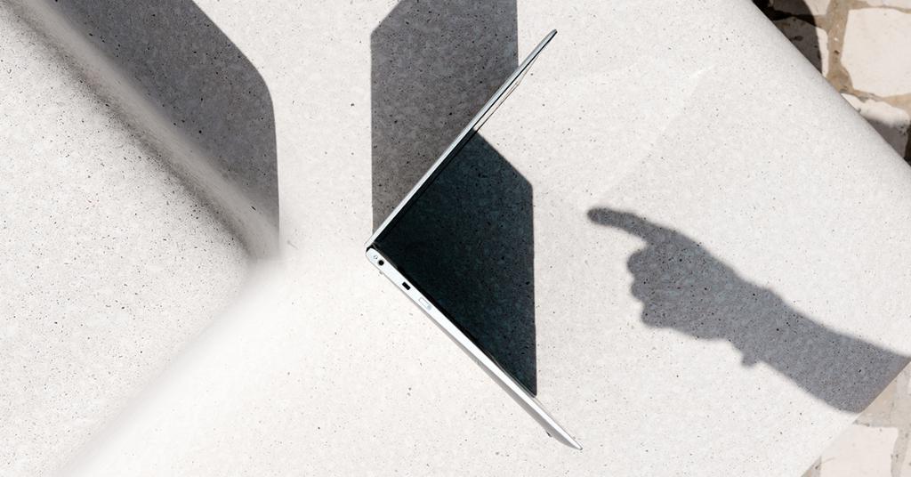 Mit dem neuen EliteBook x360 1020 Anrufe und Video-Chats mit einem Knopfdruck annehmen. https://t.co/SYlCHLo33h https://t.co/qKvZAGx9sh