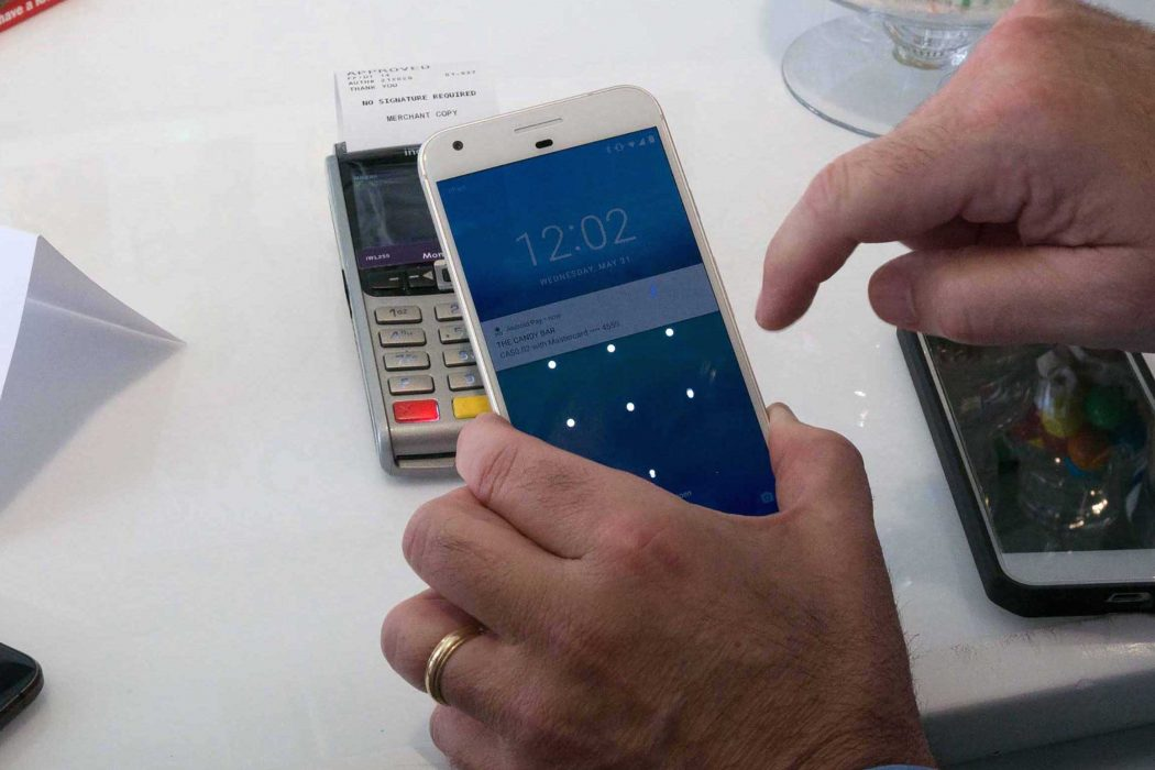 Report: Less than half of Canadians expected to use cash by 2020 #DigitalWallet via @betakit  http:// betakit.com/report-less-th an-half-of-canadians-expected-to-use-cash-by-2020/ &nbsp; … <br>http://pic.twitter.com/cJ36hNJIgR