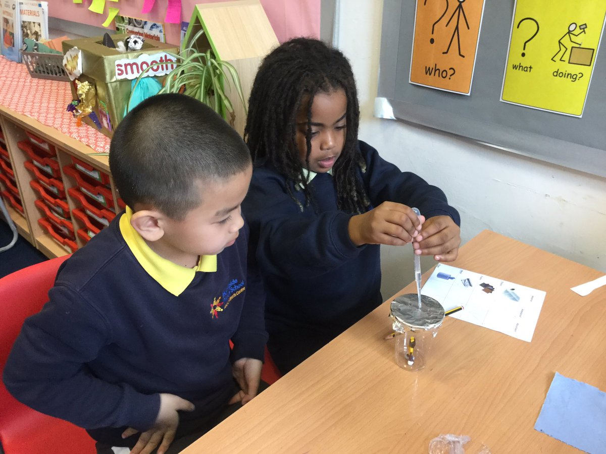 Today Year 2 were #scientists. We tested materials to find out if they were waterproof or absorbent. #science .@Morningside_ps<br>http://pic.twitter.com/BDbLUOQGpM