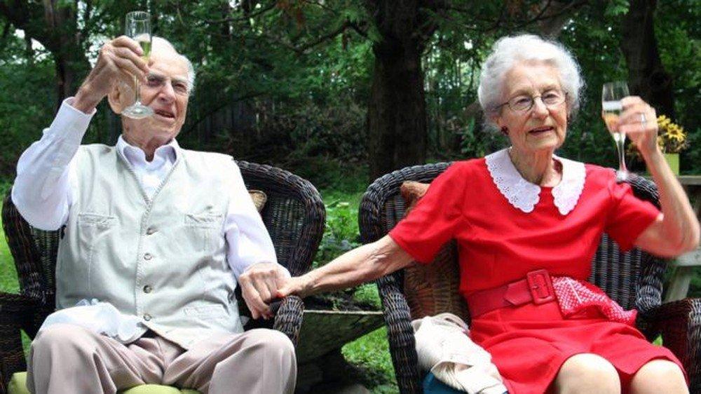 Casal morre com horas de diferença após celebrar 75 anos de casamento https://t.co/RXJ5QauliB #G1