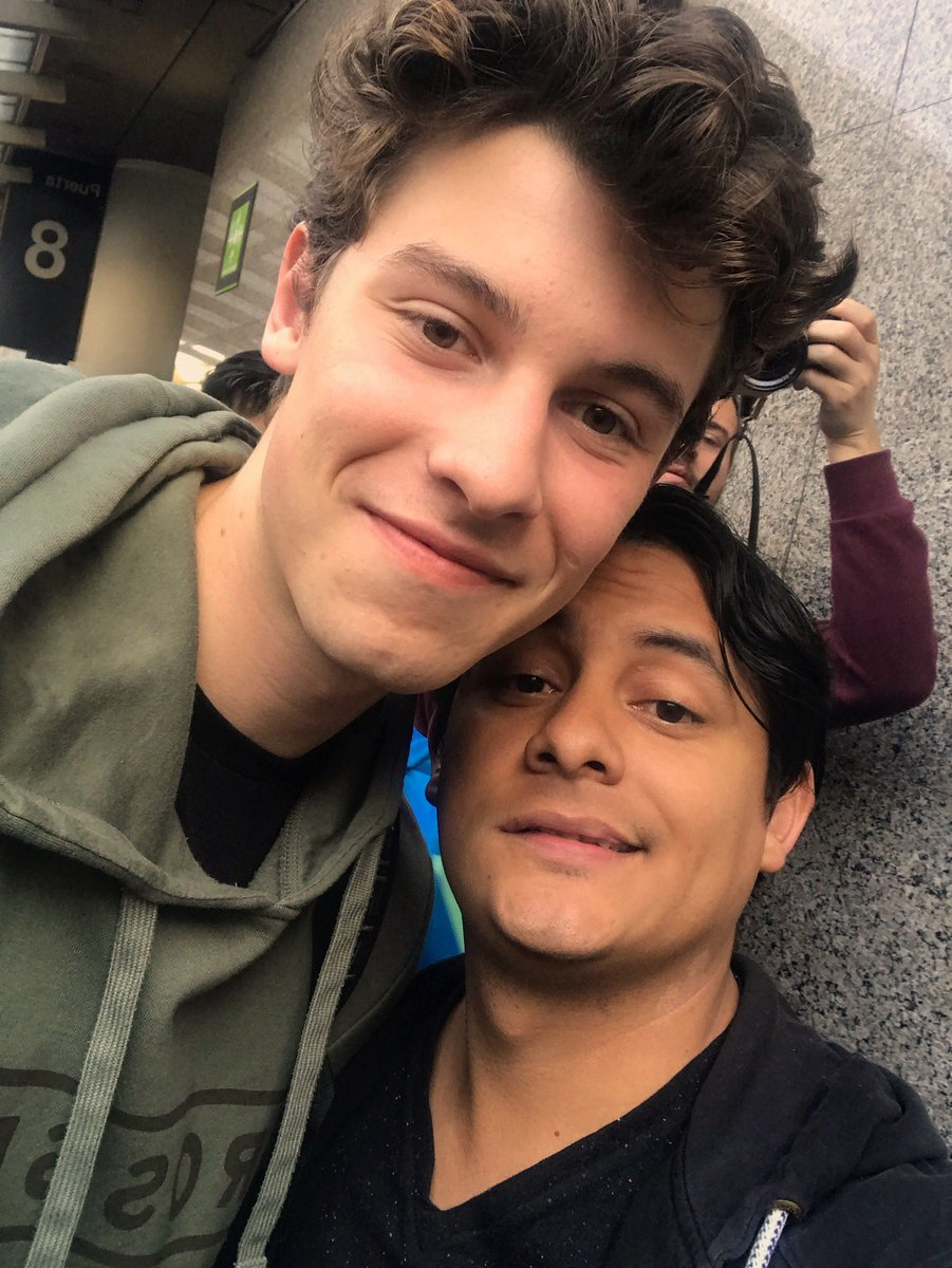 ¿Cuánto mide Shawn Mendes? - Altura - Real height DKGdzC4UQAc30R0