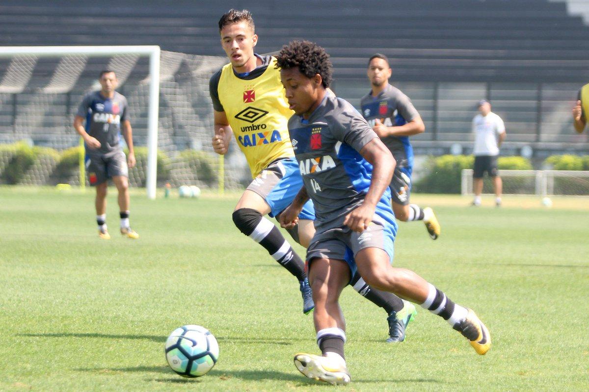 Paulo Vitor durante o jogo-treino com o time sub-17 do Vasco. Foto  Paulo  Fernandes   Vasco.  gevas c8f0ce3ceefe9