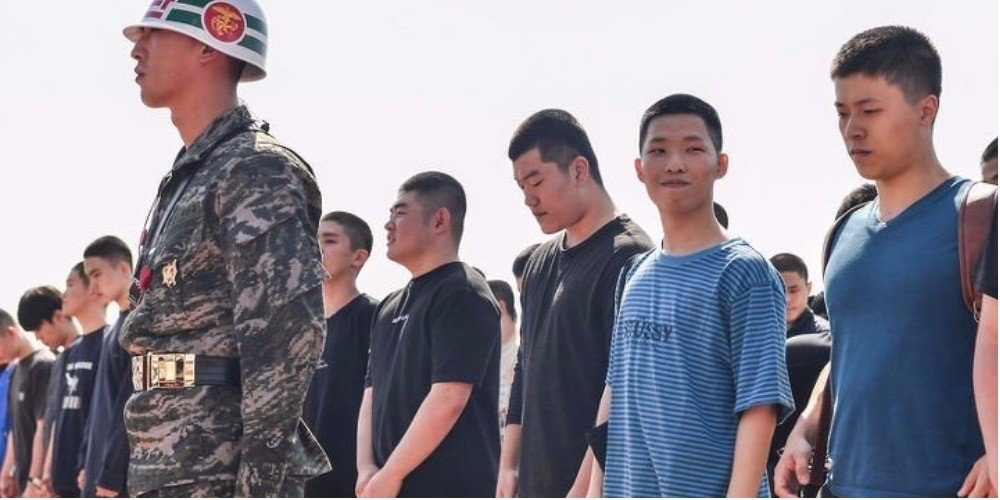Akdong Musician\'s Chanhyuk captured flashing a big smile on his enlistment day
