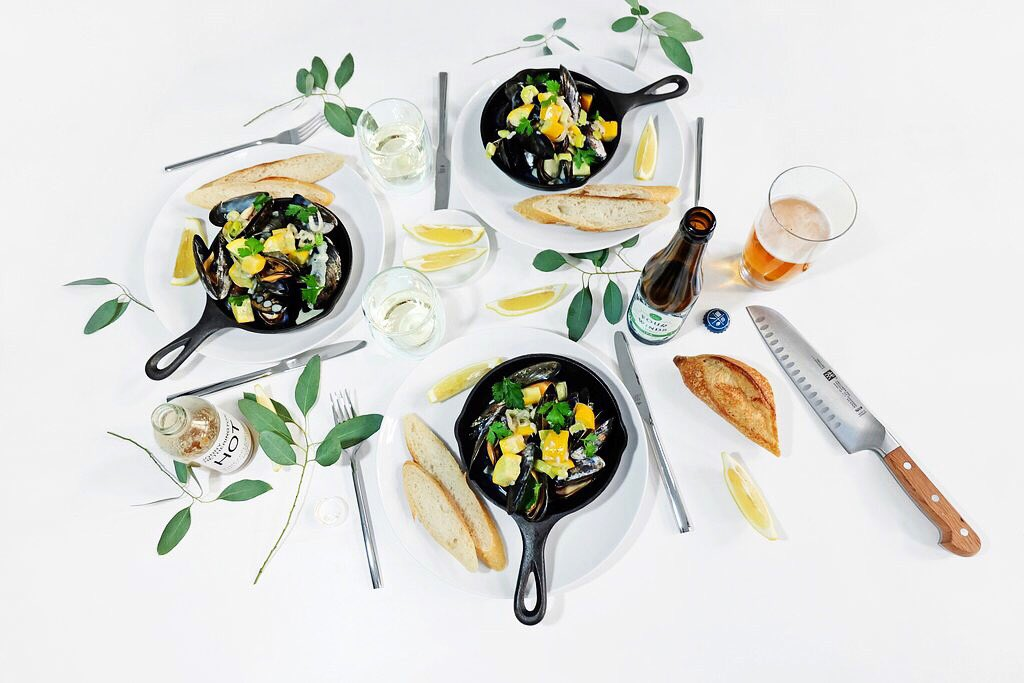 Steamed #mussels from #SeafoodCity with leek and yellow #zucchini. Recipe =&gt; … https://jonny- hetherington-essentials.myshopify.com/blogs/entrees/ essentialrecipe-steamed-mussels-with-leek-and-yellow-zucchini &nbsp; … <br>http://pic.twitter.com/1vjCrv21gL