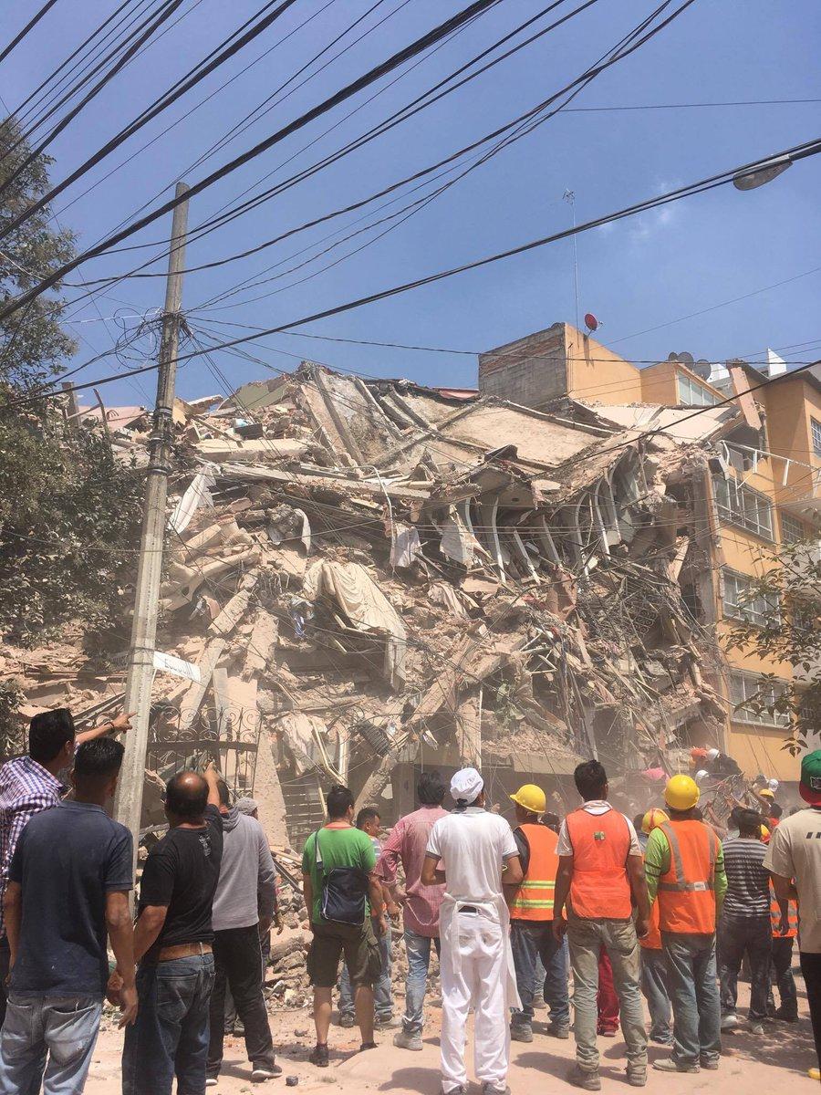 Se derrumban inmuebles en la Colonia del Valle en #CDMX tras sismo