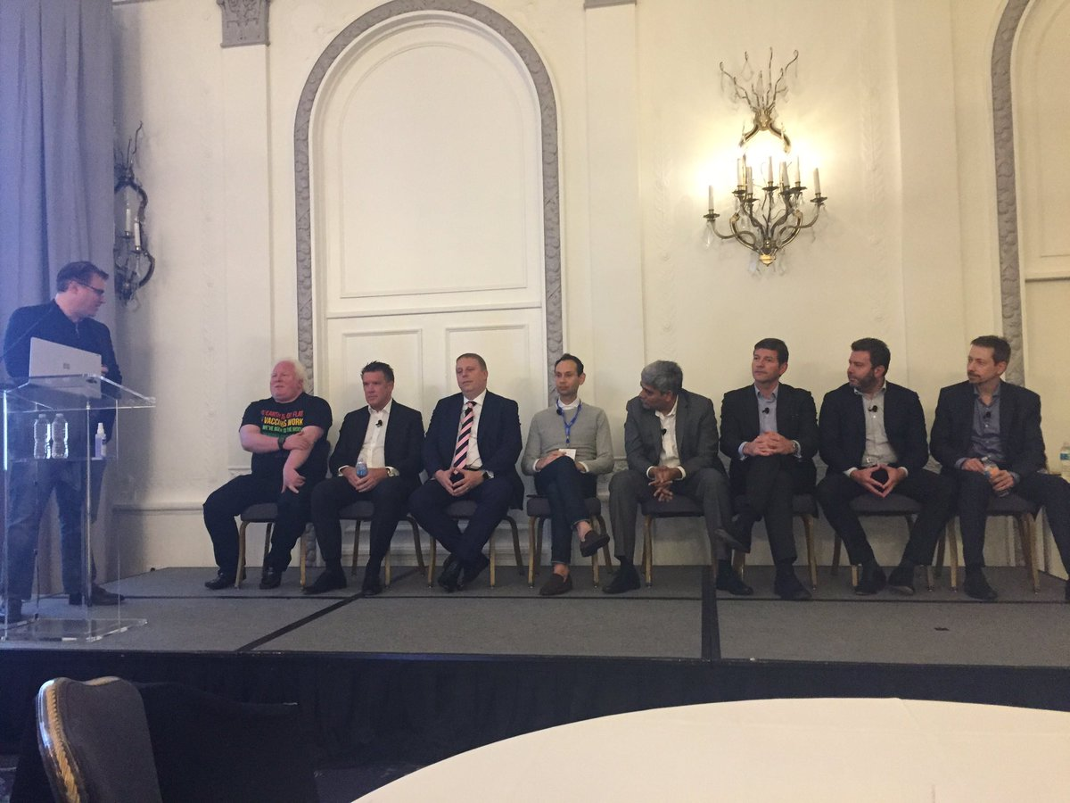 When the stage has 9 CEOs of AI and RPA companies #learning #sharing #hfsfora<br>http://pic.twitter.com/RPMcNqJlAu