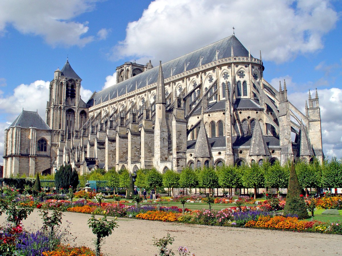The Cathedral of St Etienne of Bourges, built between 12th &amp; 13th centuries, is one of the great masterpieces of Gothic art. #France <br>http://pic.twitter.com/xoLca53lxQ