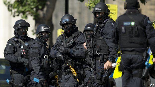 🔴 BREAKING - #RoyaumeUni: #ScotlandYard annonce qu'un homme a été arrêté à #Newport (Pays de Galles) en relation avec l'#attentat du métro.'