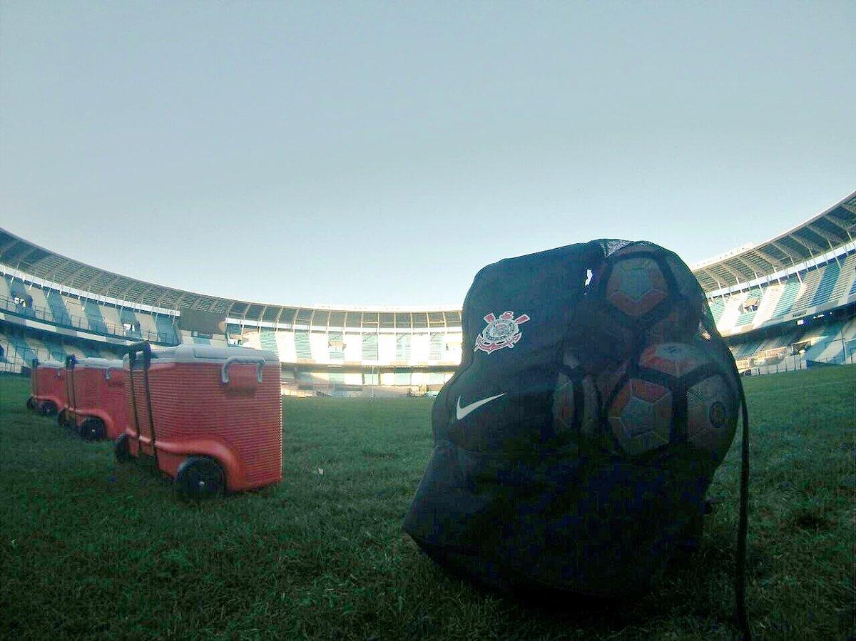 Daqui a pouco tem treino do #Timão no estádio El Cilindro, em Avellaneda 🇦🇷  #VaiCorinthians