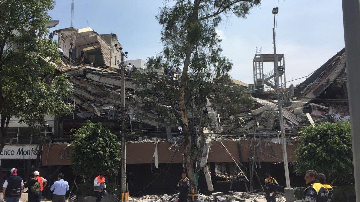 Terremoto no México deixa pelo menos 47 mortos. https://t.co/sdht38Ydm6 📷 Alejandro Cruz/EPA