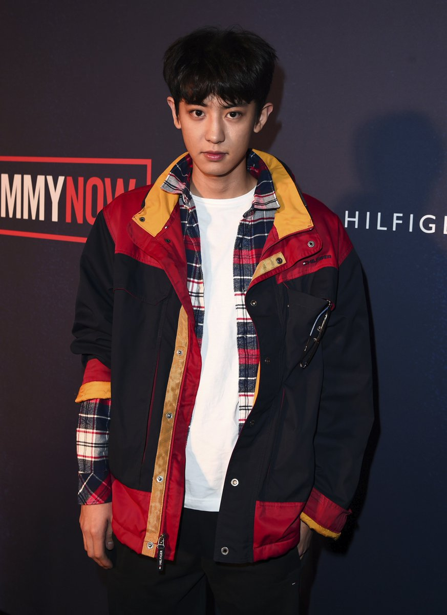 Looking dapper! #CHANYEOL on the red carpet at #TOMMYNOW #LFW https://t.co/IfU6uHn1qN