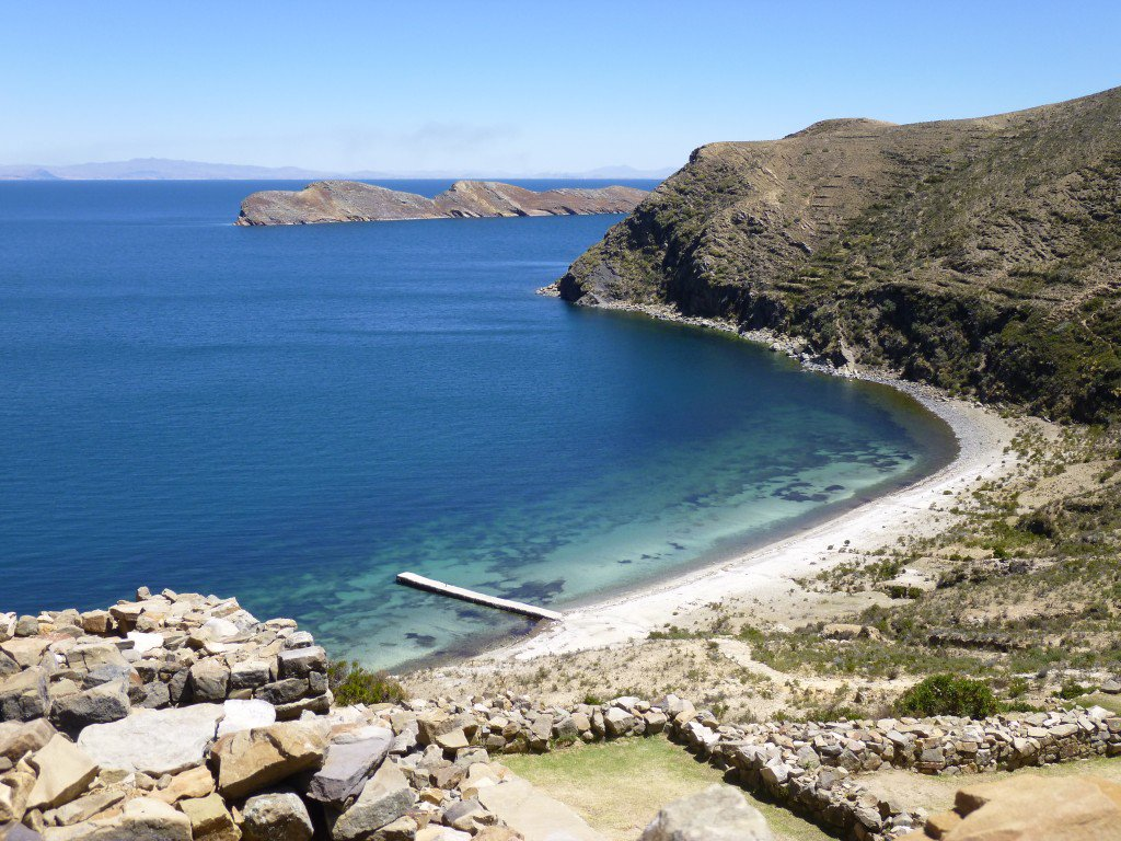 Lake Titicaca is the highest navigable lake in the world - don&#39;t miss it!   http:// ow.ly/EMWm302CRId  &nbsp;   #travel #southamerica #peru #bolivia <br>http://pic.twitter.com/4r7XNBTHjx