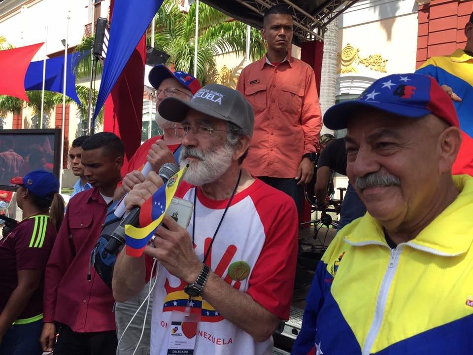 .@hcpdf activist &amp; Communist Party of Canada militant @ninopagliccia at today&#39;s anti-imperialist demo in #Caracas #TodosSomosVenezuela<br>http://pic.twitter.com/jmP2KBi1PM